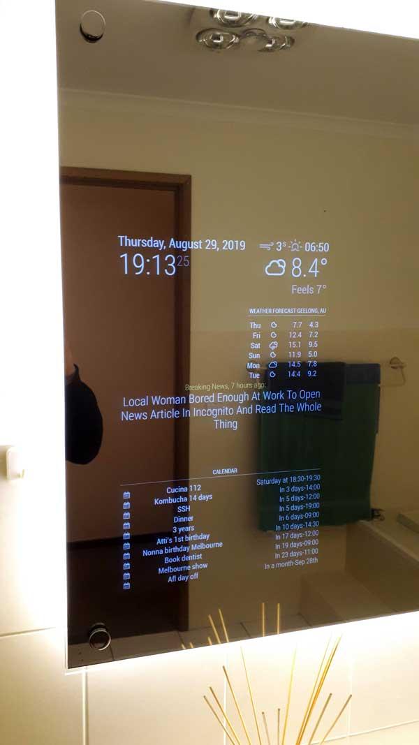 Smart mirror layout